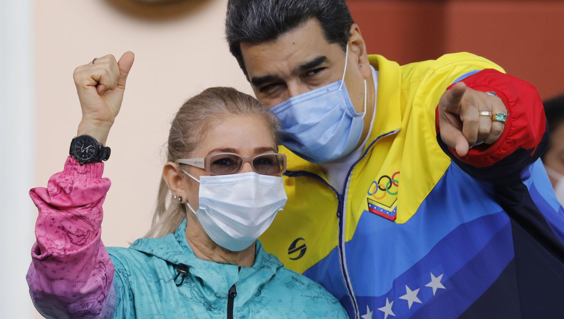 Il presidente venezuelano Nicolas Maduro e la moglie Cilia Flores - Sputnik Italia, 1920, 06.03.2021