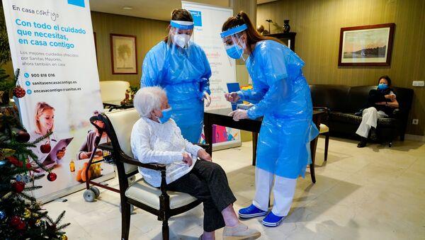 Vaccinazione in una casa di riposo in Spagna - Sputnik Italia