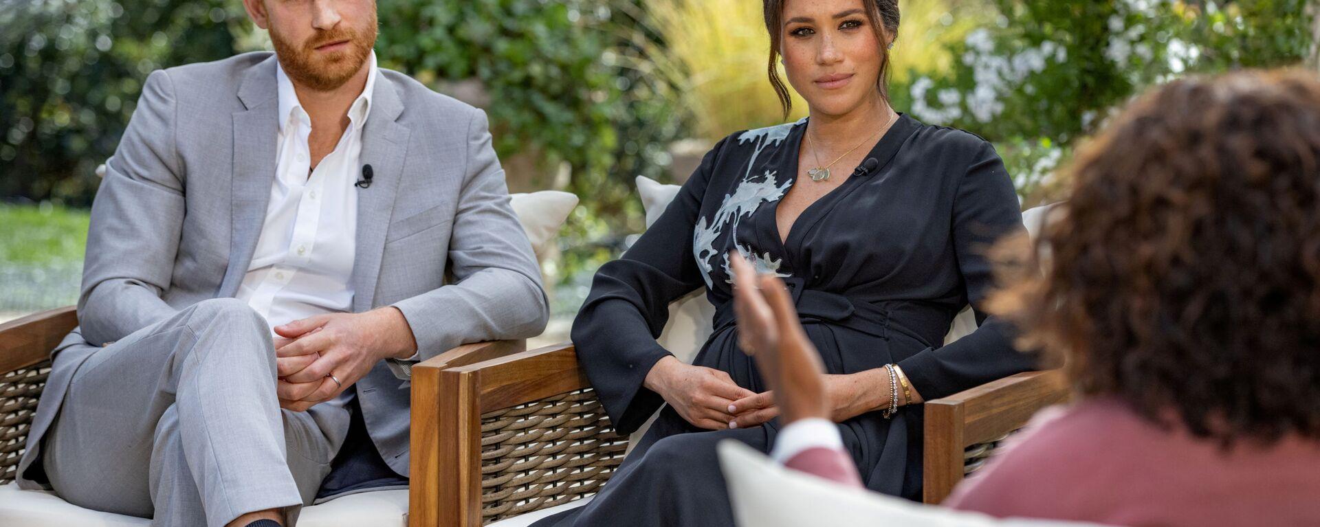 Il principe Harry e Meghan, duchessa del Sussex, vengono intervistati da Oprah Winfrey in questa foto non datata. - Sputnik Italia, 1920, 10.03.2021