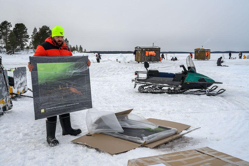 Oltre il Circolo Polare Artico, nella baia di Nilmogub, è stata aperta una galleria d'arte sotto il ghiaccio