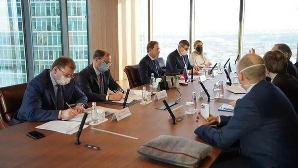 L'incontro tra il Ministro dello Sviluppo Economico russo Manturov e l'ambasciatore italiano Terracciano - Sputnik Italia