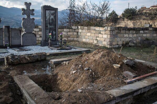 Cimitero nella città di Lachin, Nagorno-Karabakh - Sputnik Italia