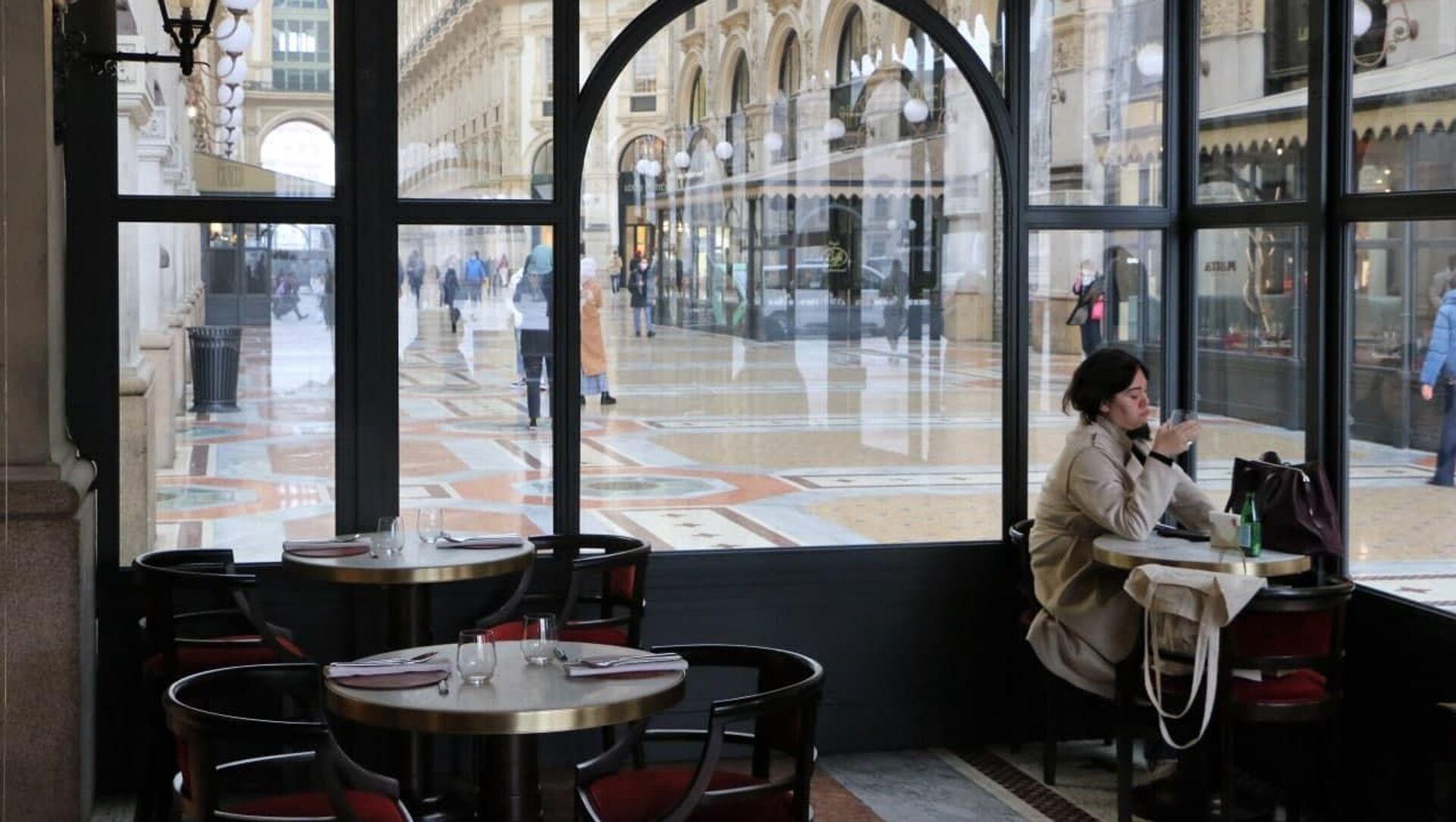 Un bar a Milano, Italia - Sputnik Italia, 1920, 25.04.2021