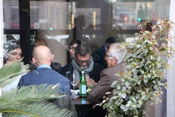 Le persone ad un ristorante a Milano, Italia - Sputnik Italia