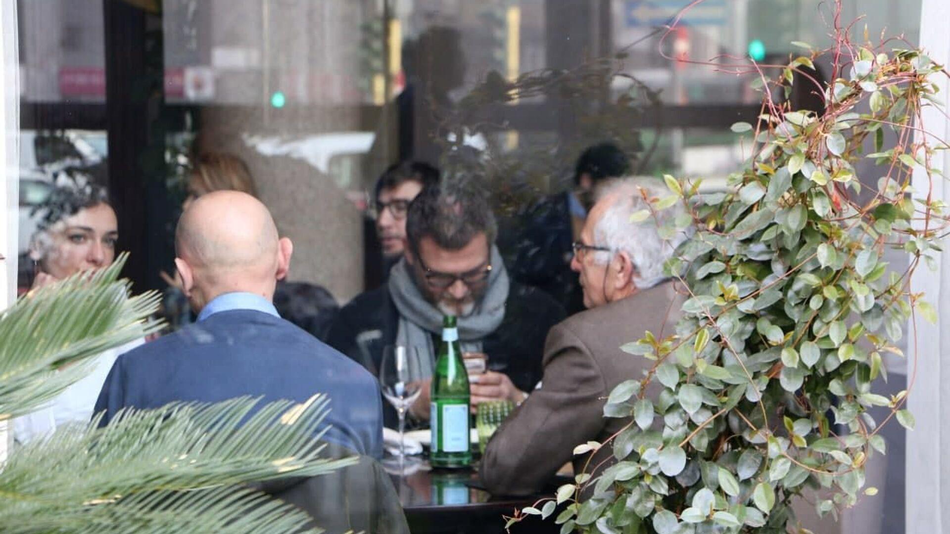 Un ristorante a Milano, Italia - Sputnik Italia, 1920, 19.03.2021