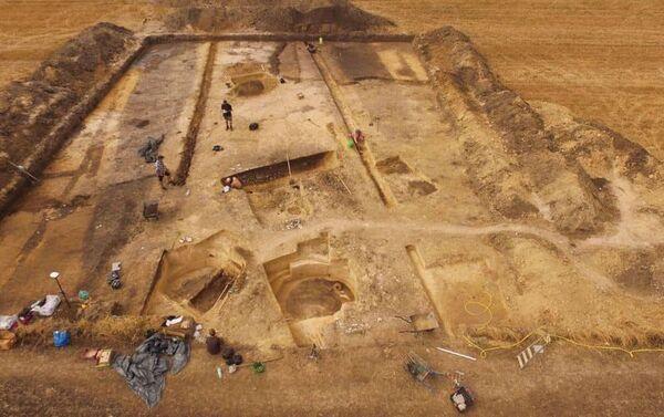 Polonia, archeologi scoprono uno dei più grandi complessi di tombe megalitiche del Paese - Sputnik Italia