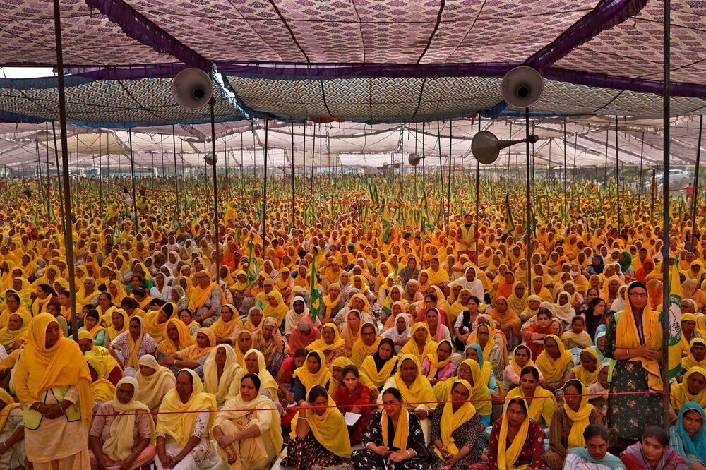 Donne contadine protestano in India nella Giornata internazionale della donna
