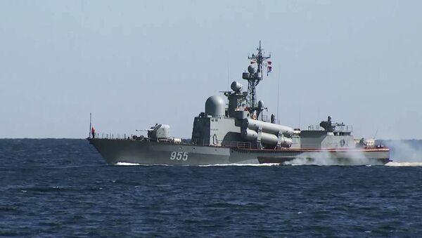 Большой ракетный катер Р-60 проекта 12411 на стратегических командно-штабных учениях Кавказ-2020 - Sputnik Italia