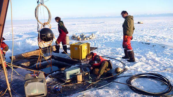Preparazione per il lancio di un telescopio di neutrini in acque profonde a Baikal - Sputnik Italia