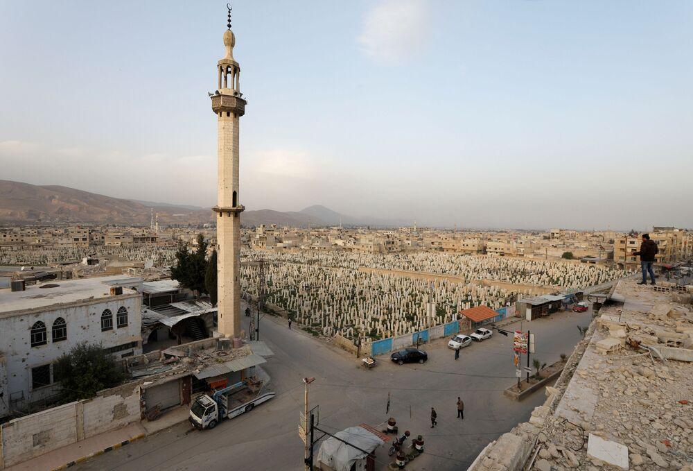 Vista del cimitero di Douma, un sobborgo di Damasco, Siria