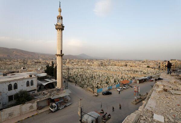 Vista del cimitero di Douma, un sobborgo di Damasco, Siria - Sputnik Italia