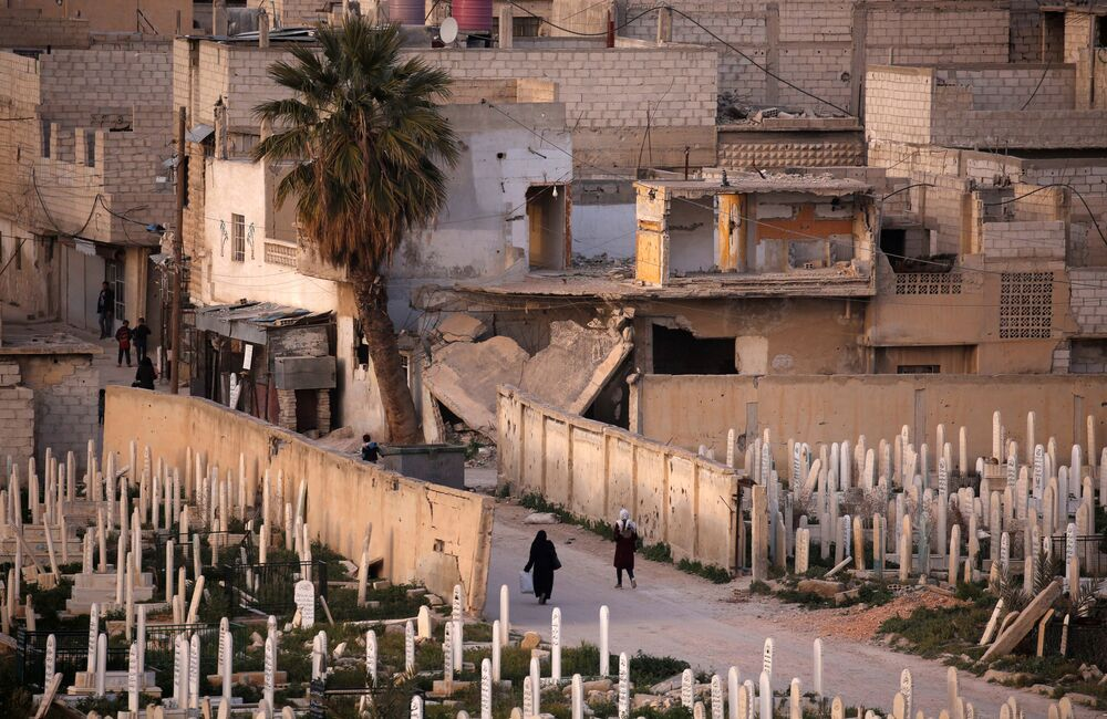 Un cimitero nella città siriana di Douma, Siria