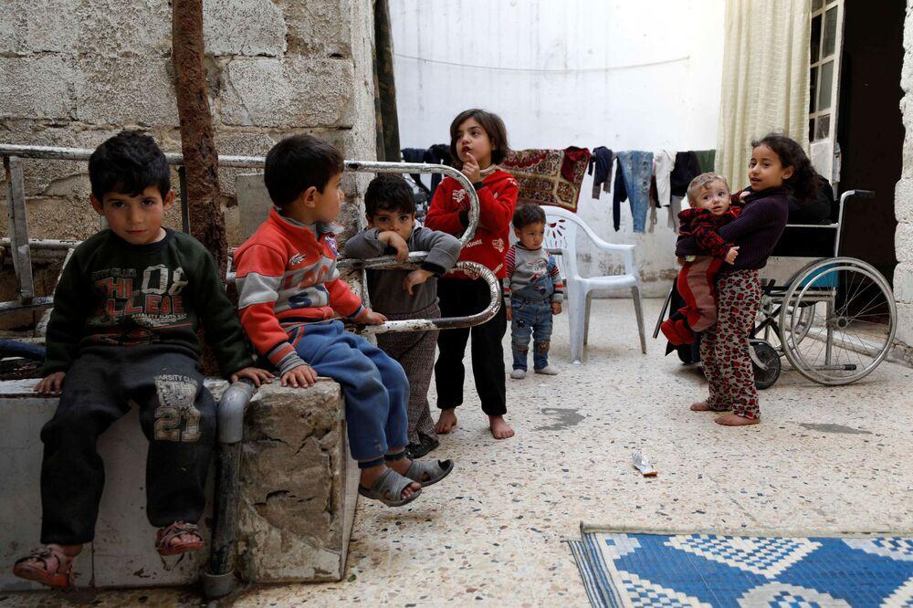 I bambini siriani a Douma, sobborgo di Damasco, Siria