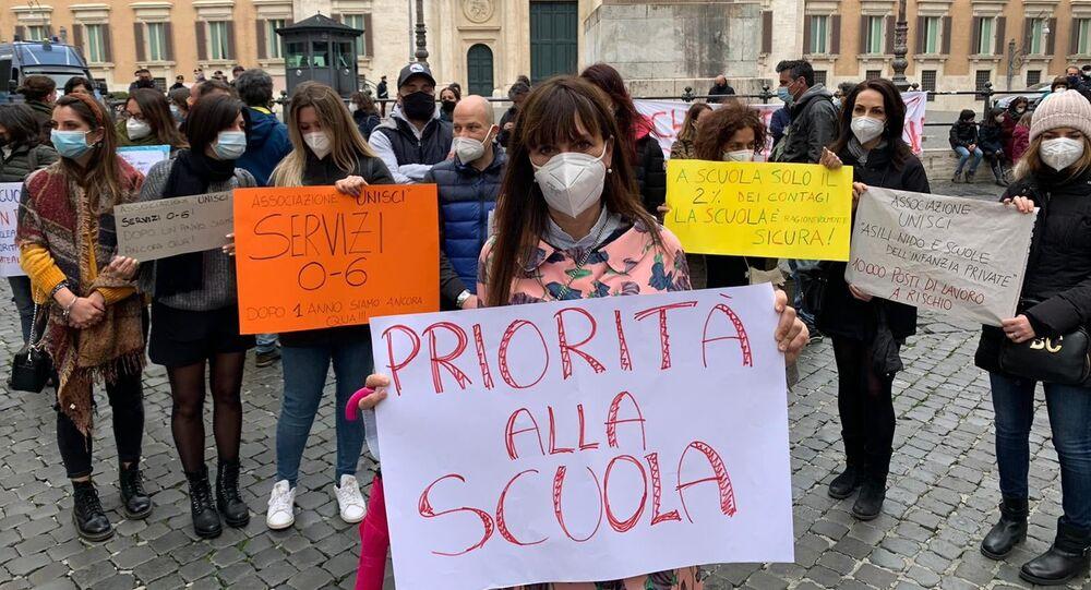 Manifestazione del Comitato Priorità alla scuola a Montecitorio, Roma