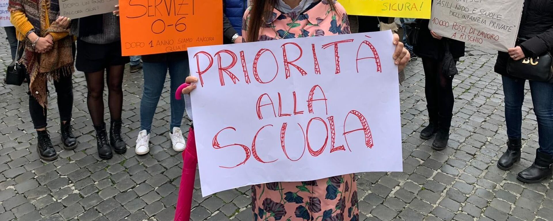 Manifestazione del Comitato Priorità alla scuola a Montecitorio, Roma - Sputnik Italia, 1920, 19.07.2021