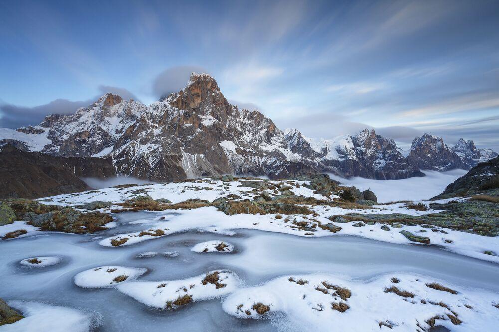 La foto Spirito del ghiaccio  del fotografo italiano Alessandro Gruzza, che ha conquistato il 1 posto nella categoria I paesaggi e gli ambienti del pianeta Terra del concorso World Nature Photography Awards 2020