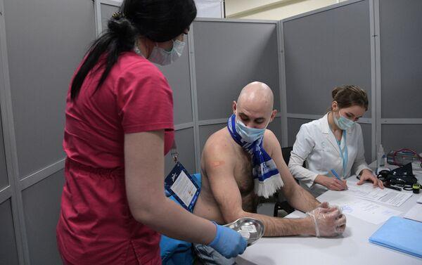 Vaccinazione contro il coronavirus allo stadio dello Zenit San Pietroburgo - Sputnik Italia