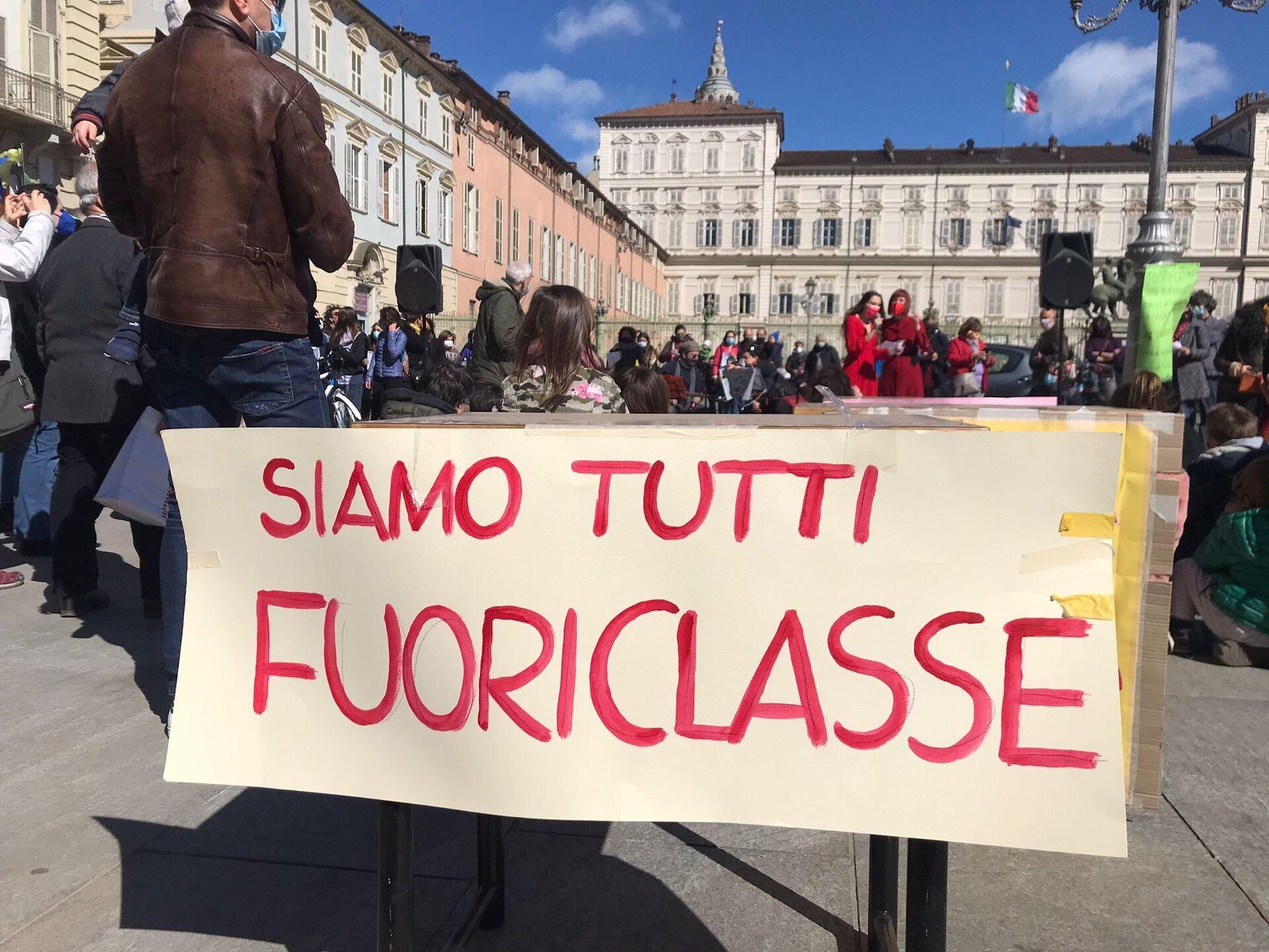 Priorità alla scuola, sit-in nelle piazze contro la nuova chiusura - Sputnik Italia, 1920, 14.03.2021
