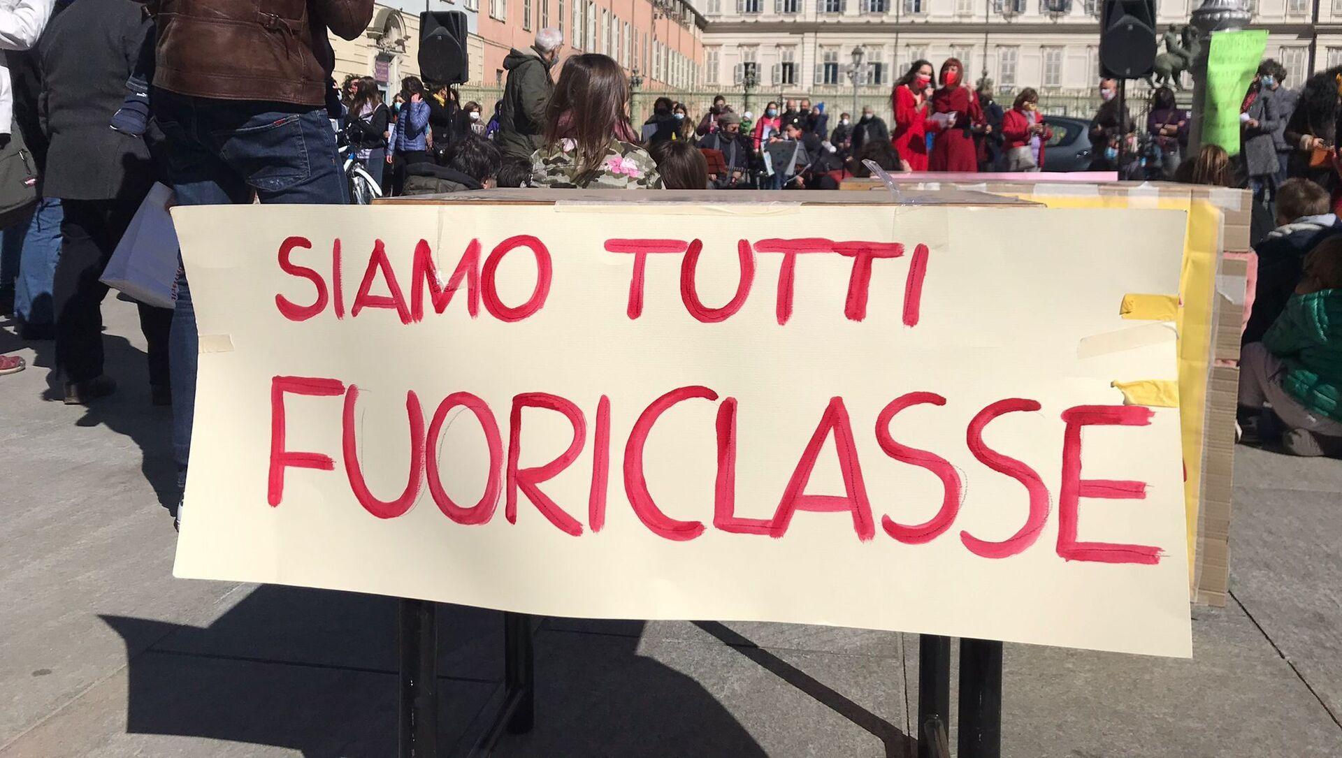 Manifestazione del comitato Priorità alla Scuola a Torino - Sputnik Italia, 1920, 06.04.2021