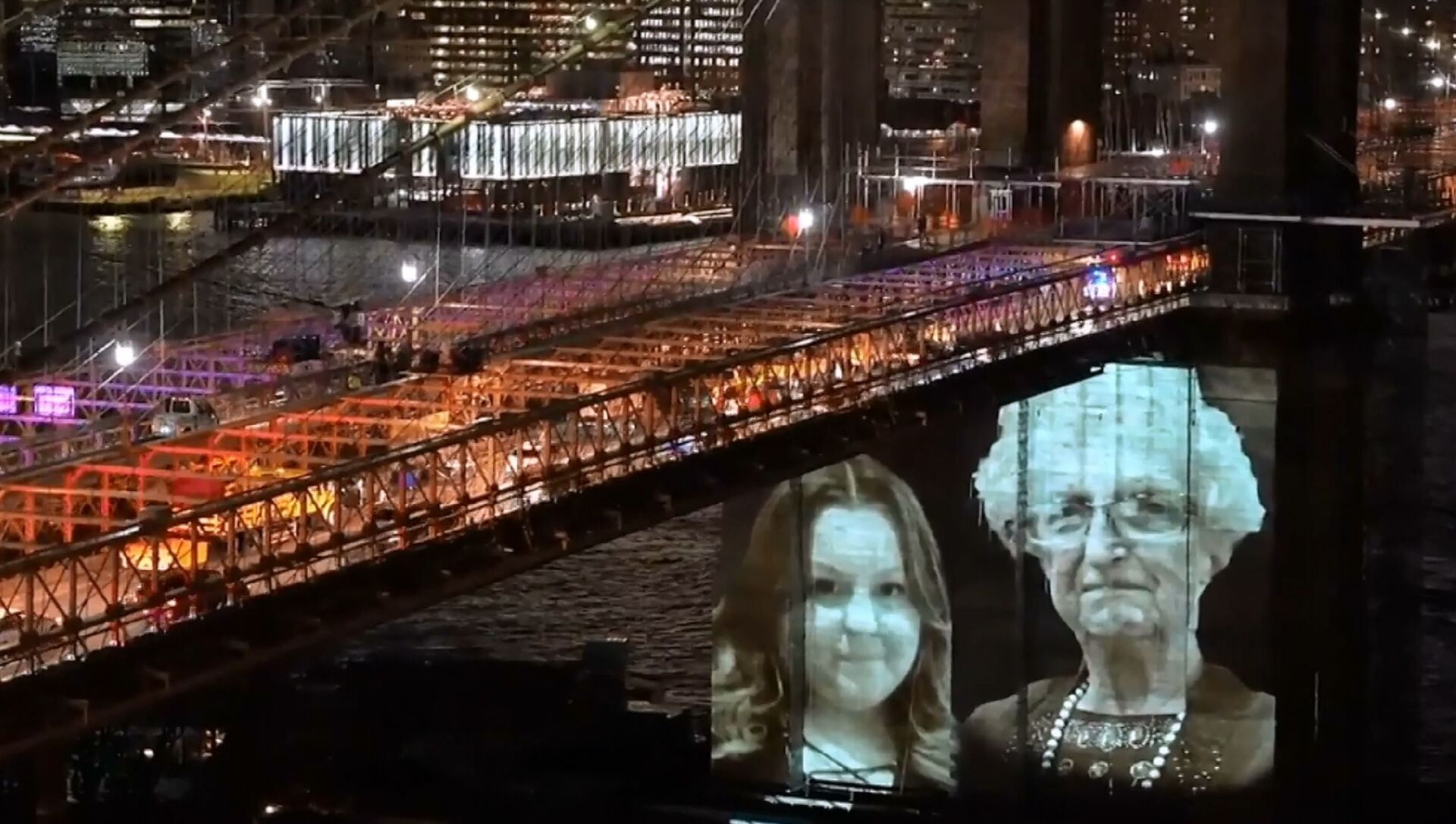 USA: ritratti delle vittime del COVID proiettati sul ponte di Brooklyn - Sputnik Italia, 1920, 15.03.2021