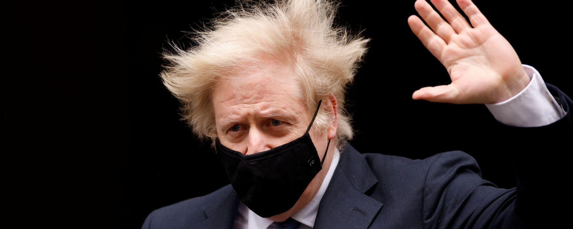 Britain's Prime Minister Boris Johnson gestures outside Downing Street in London, Britain, March 10, 2021 - Sputnik Italia, 1920, 15.06.2021