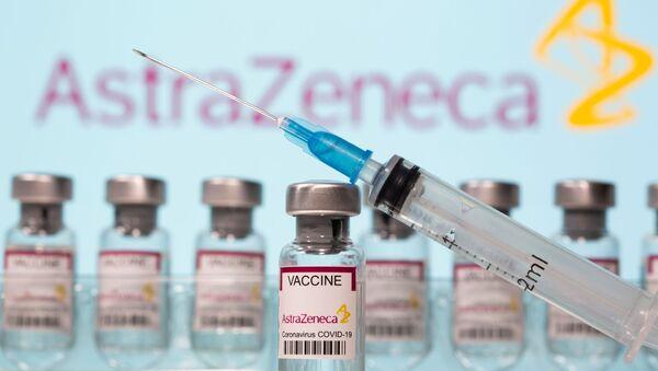 Delle fiale di vaccino AstraZeneca - Sputnik Italia