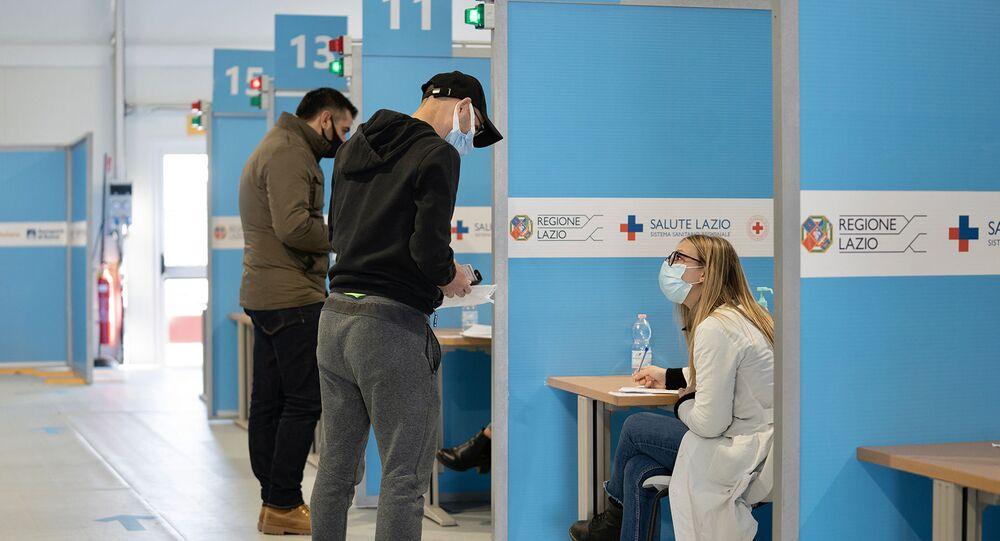 Somministrazione dei vaccini al centro vaccini di Fiumicino
