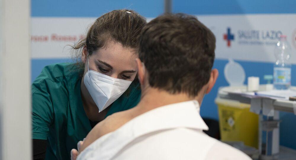 Covid in Italia, quasi 17mila contagi nelle ultime 24 ore