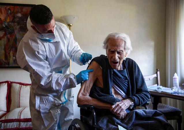 Vaccinazione con il vaccino Pfizer-BioNTech a Roma, in Italia