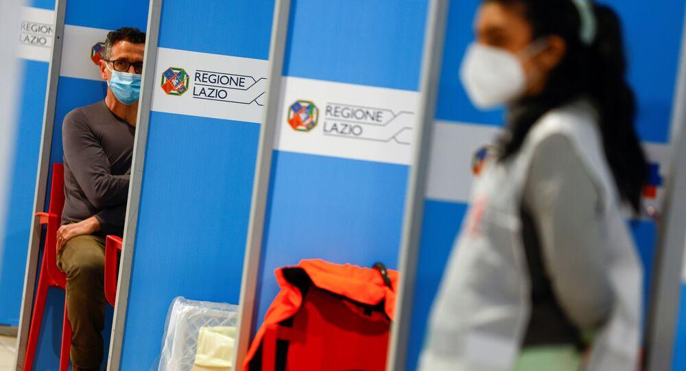 Vaccinazione all'aeroporto di Fiumicino a Roma
