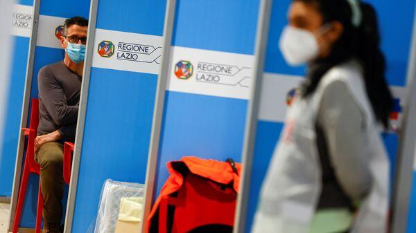 Vaccinazione all'aeroporto di Fiumicino a Roma - Sputnik Italia