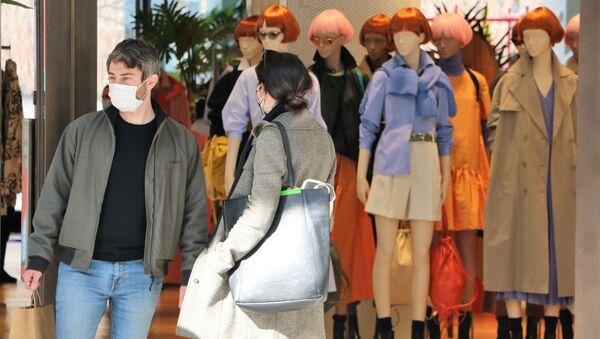 Le persone in un negozio - Sputnik Italia
