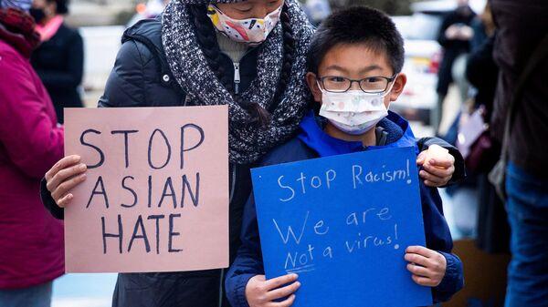 Представители азиатского сообщества в США участвуют в акции против расизма - Sputnik Italia