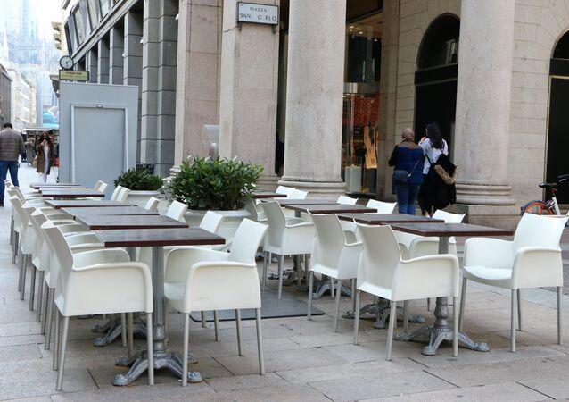 Ristorante vuoto a Milano