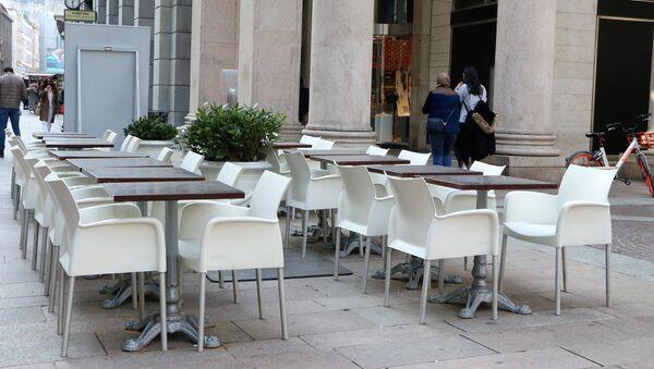 Ristorante vuoto a Milano - Sputnik Italia