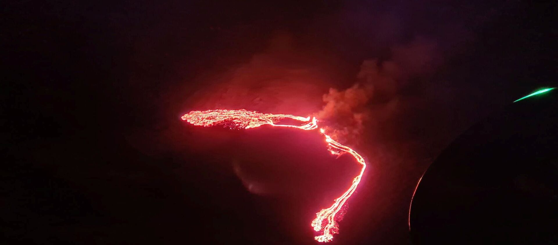 Lava streams are seen during a volcanic eruption in Fagradalsfjall, Reykjanes, Iceland, March 19, 2021 in this still image taken from social media. - Sputnik Italia, 1920, 20.03.2021