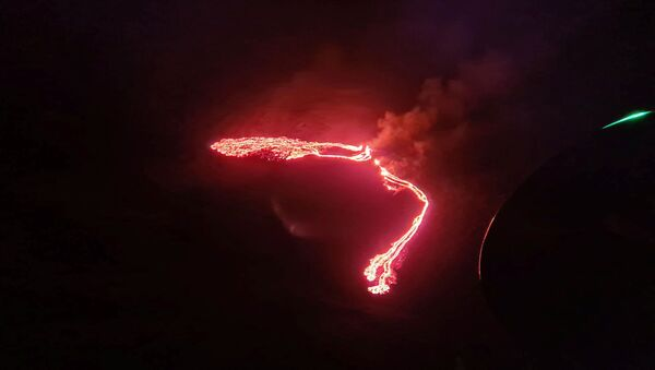 Lava streams are seen during a volcanic eruption in Fagradalsfjall, Reykjanes, Iceland, March 19, 2021 in this still image taken from social media. - Sputnik Italia