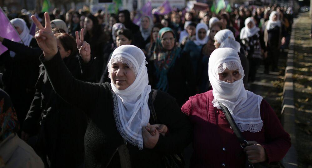 Donne turche protestano contro violenza (foto d'archivio)