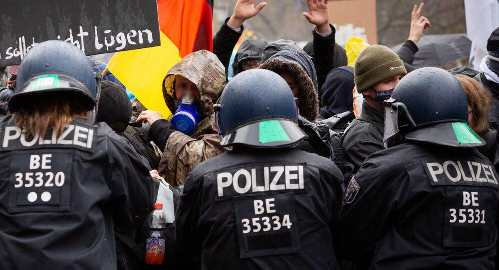 Scontri tra polizia e manifestanti durante le proteste anti-Covid in Germania