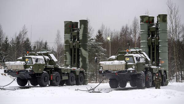 Lanciamissili russi S-400  - Sputnik Italia