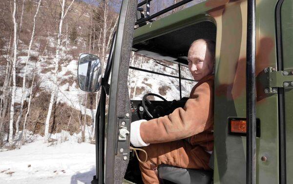Putin guida il fuoristrada - Sputnik Italia