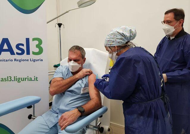 La vaccinazione presso l'Asl 3 Villa Scassi di Genova