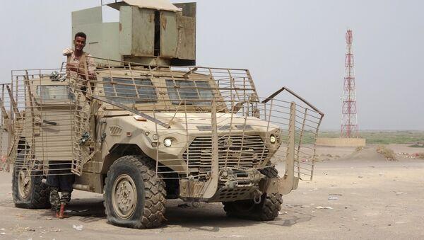 Militari nel porto di Hodeida, Yemen - Sputnik Italia