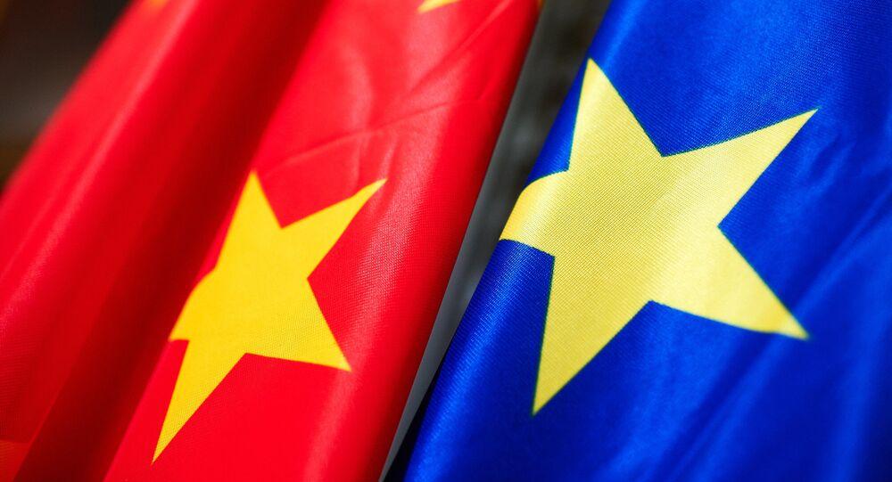 Bandiere di Cina e Ue