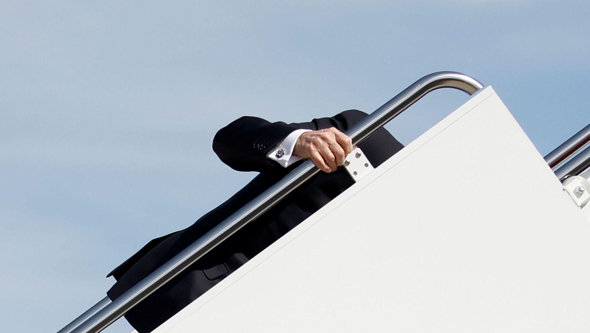 Trump commenta lo scivolone di Biden sull'Air Force One: Me l'aspettavo - Sputnik Italia, 1920, 23.03.2021