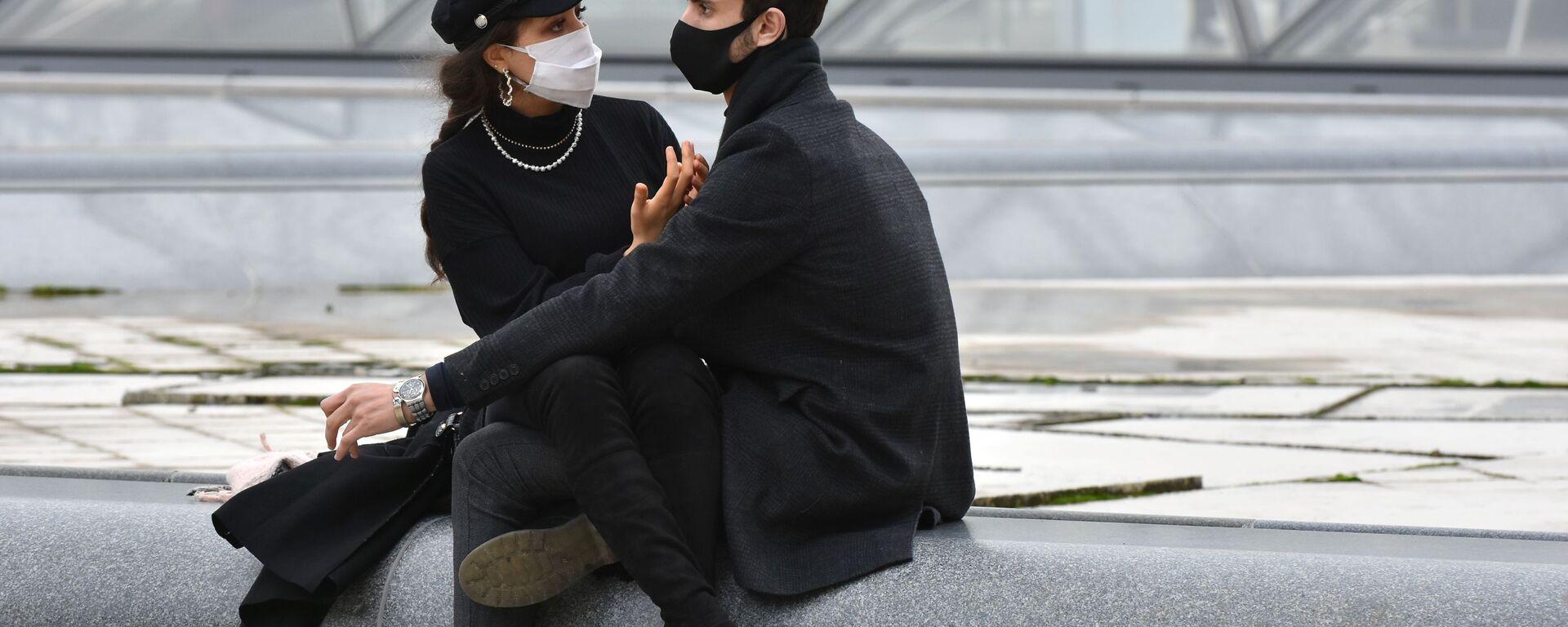 Giovani con le mascherine a Parigi - Sputnik Italia, 1920, 14.05.2021