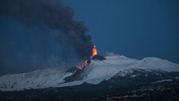 Etna eruzione 24 marzo 2021 - alba - Sputnik Italia