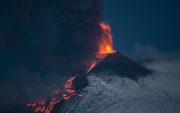 Eruzione dell'Etna all'alba - Sputnik Italia
