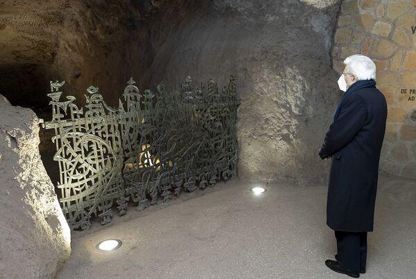 Il presidente Sergio Mattarella alla commemorazione del 77° anniversario del massacro nazista alle Fosse Ardeatine, Roma 24 marzo 2021. - Sputnik Italia