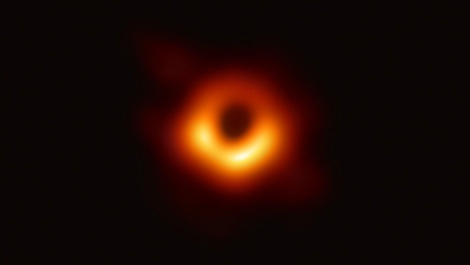Il buco nero individuato al centro della galassia M87 - Sputnik Italia, 1920, 07.05.2021